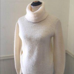 Vintage 1980s 80s Cream Fuzzy Turtleneck Sweater